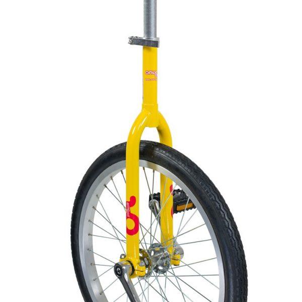 cette image représente le monocycle onlyone jaune